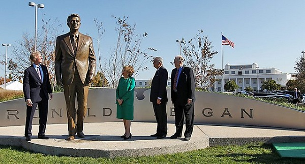 Reagan statue Photo of the Day: Reagan Statue at National Airport